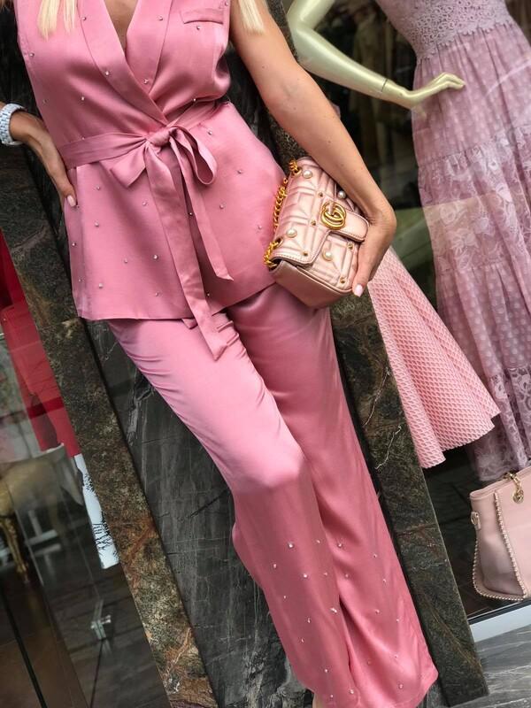 Розов комплект от сатен с камъни