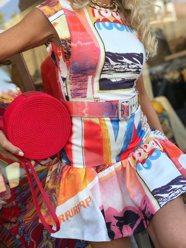 Цветна рокля с колан
