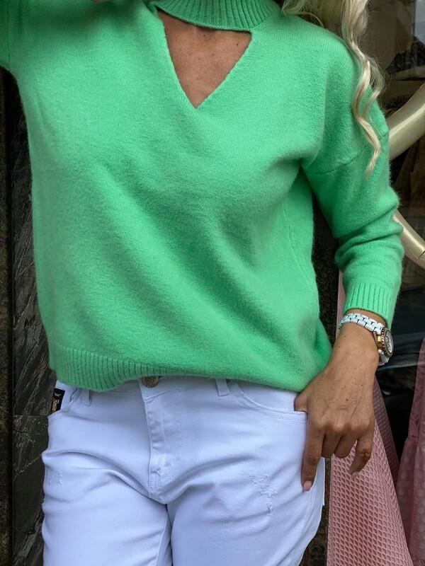 Пуловер в цвят мента