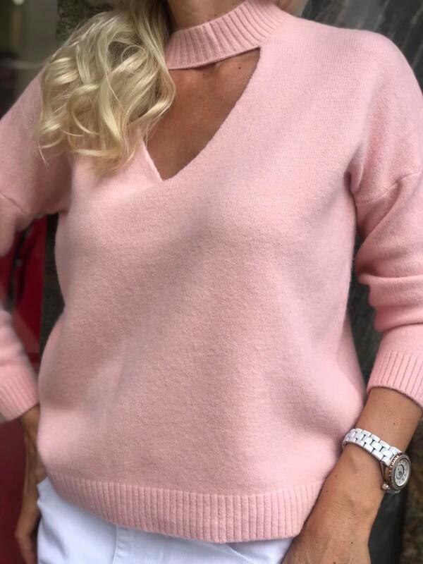 Пуловер в розово