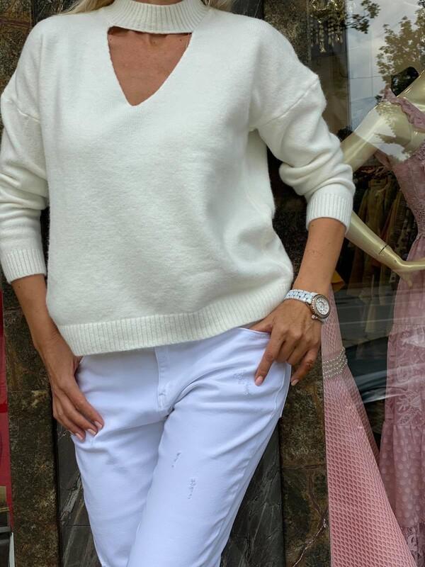 Пуловер в бяло
