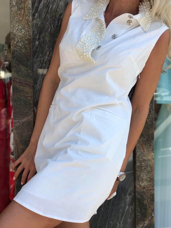 Бяла рокля с перли