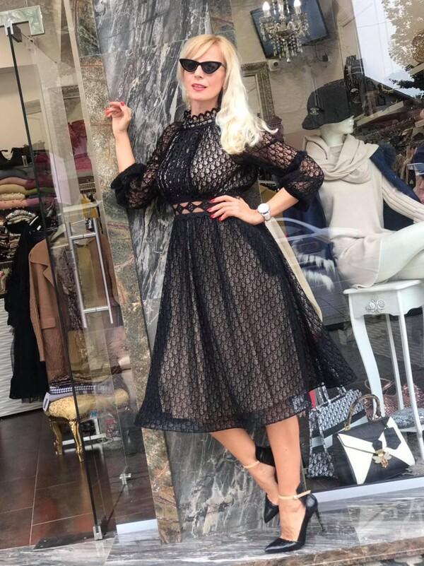 Шифонена рокля с бежова подплата