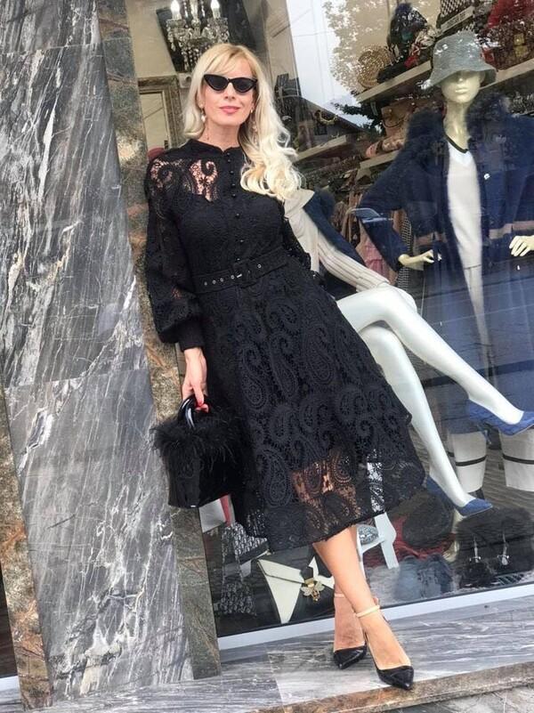 Черна рокля с едра дантела