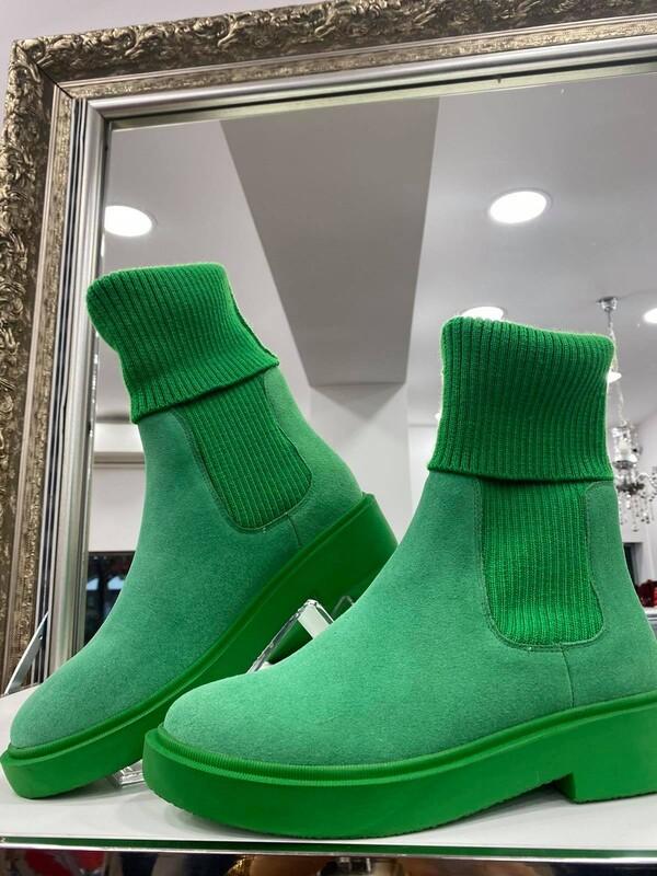 Велурени боти в зелено