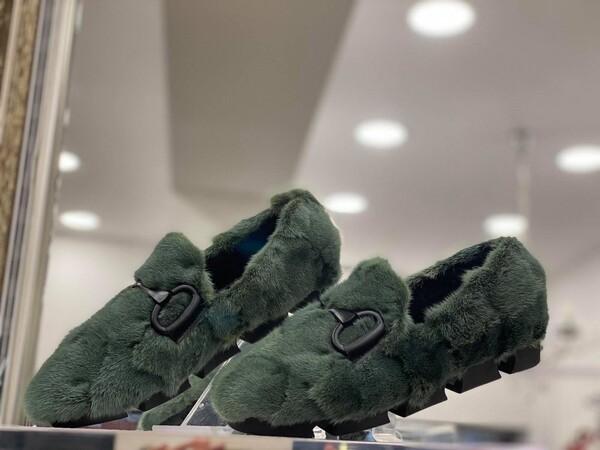 Обувки от естествен косъм в зелено