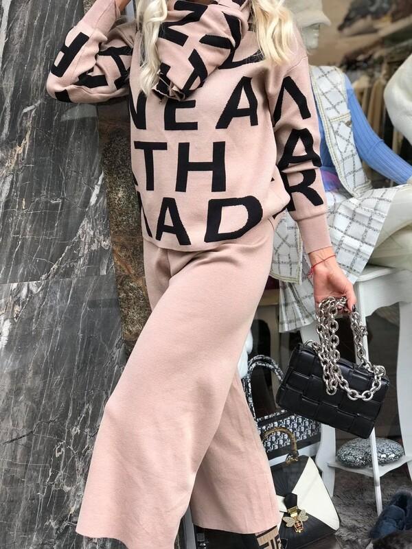 Комплект от блуза,панталон и шал в беж