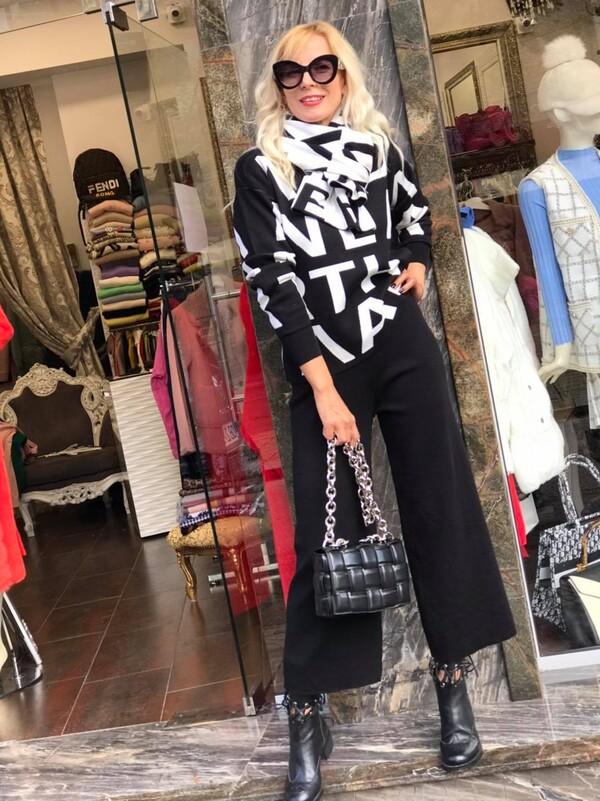 Комплект от блуза,панталон и шал в черно