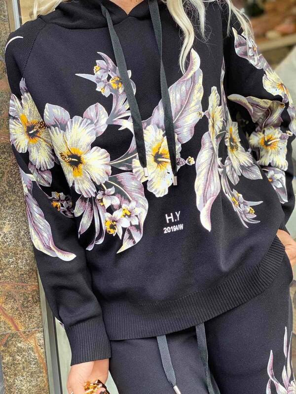 Черен комплект на цветя