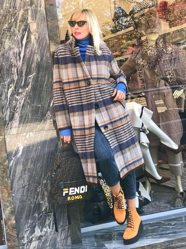 Карирано палто в бежов цвят