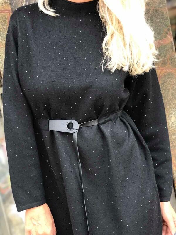 Рокля в черно с декорирани камъни