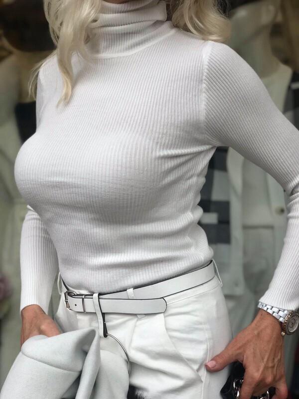 Поло слим в бяло