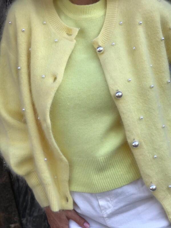 Жълта жилетка с перли