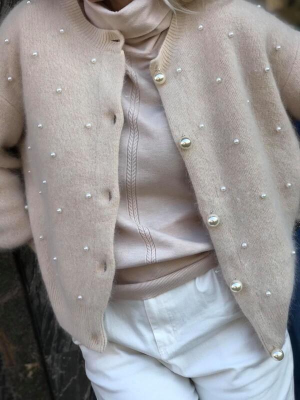Бежова жилетка с перли