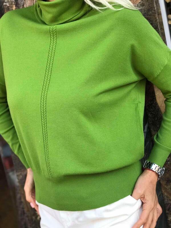 Кашмнирено поло със свободен силует в зелен цвят