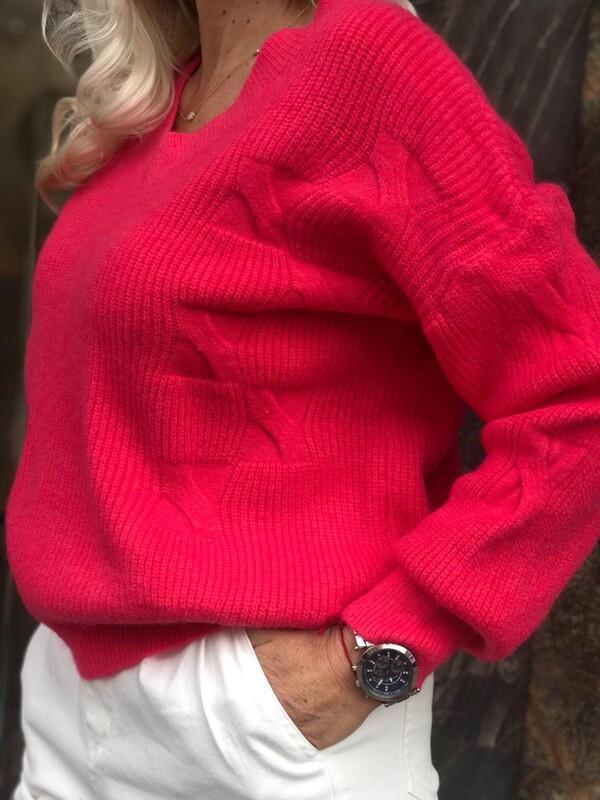 Свободен пуловер с остро деколте в корал