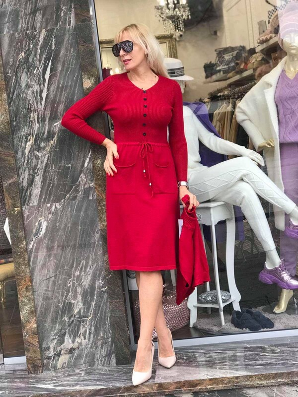 Комплект рокля с пуловер в червено