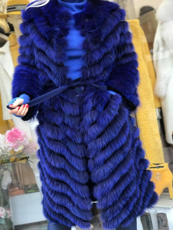 Дълго палто в синьо с естествен косъм