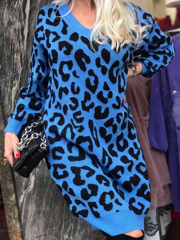 Дълга рокля със животинкси принт в синьо