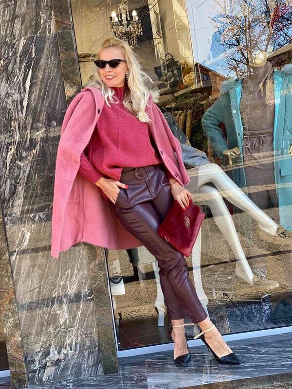 Кожен панталон в бордо с колан