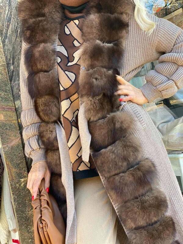 Дълга жилетка в кафяво с естествен косъм