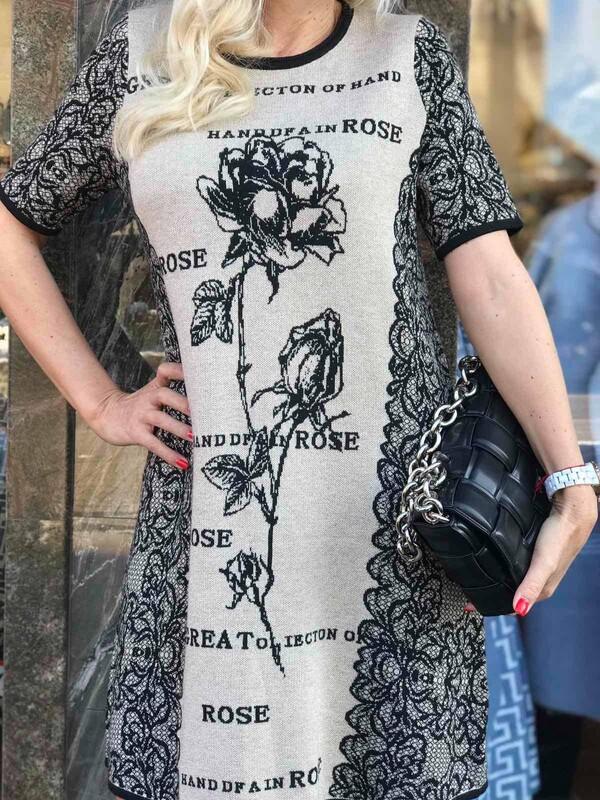 Бежова рокля с рози