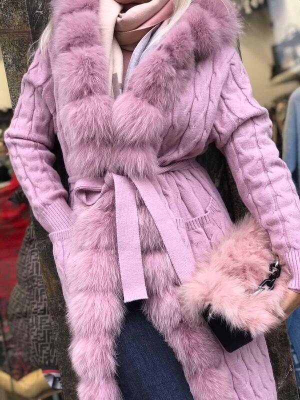 Дълга жилетка в бледо розово