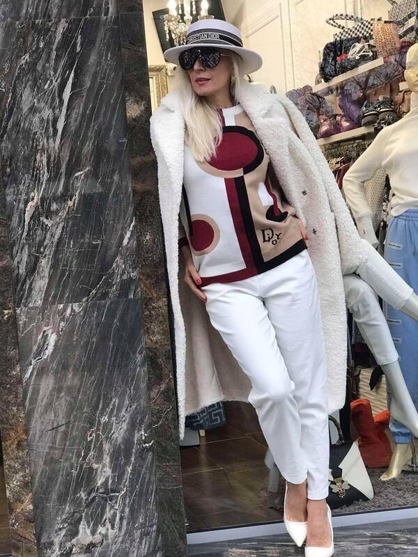 Пуловер в бяло и бежово