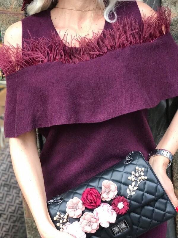 Рокля в бордо с пера