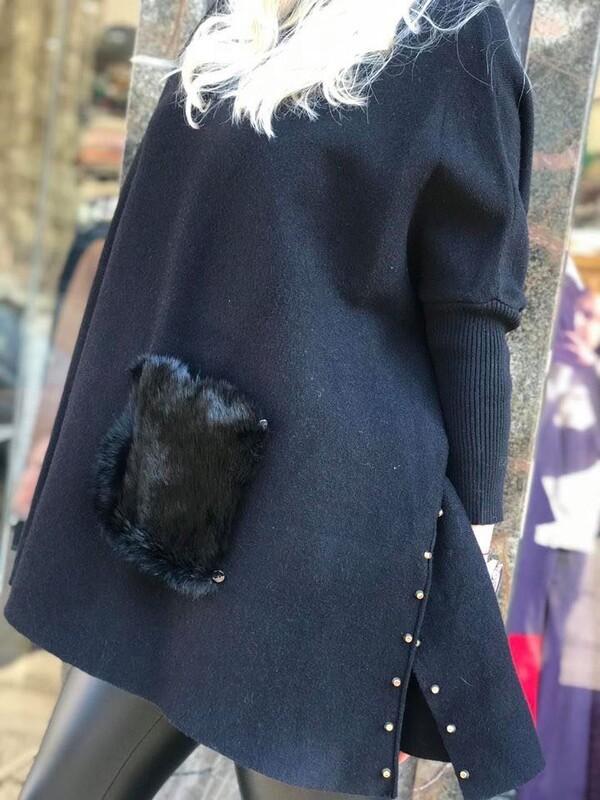 Пуловер пончо в черно