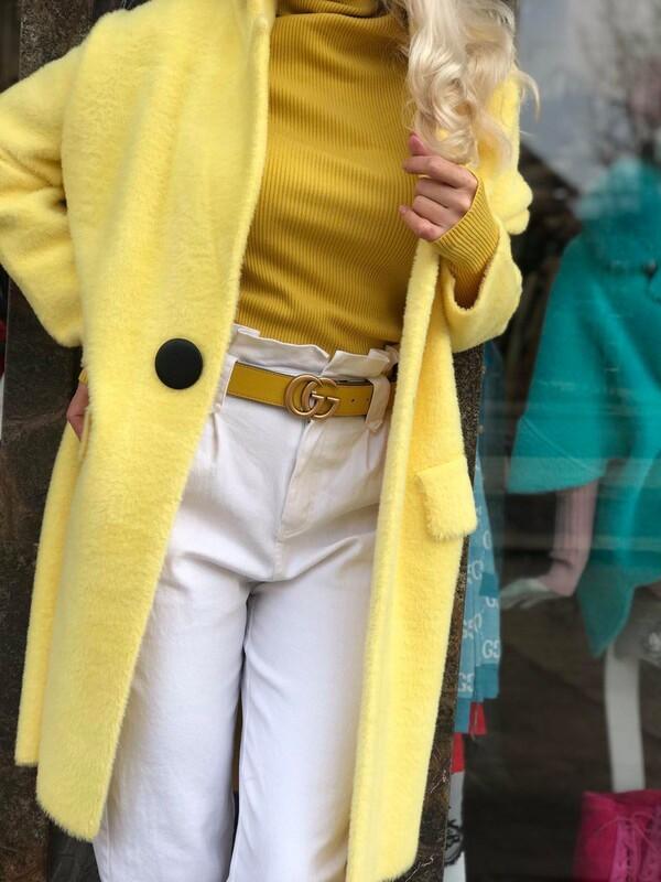 Жилетка в жълто с копче