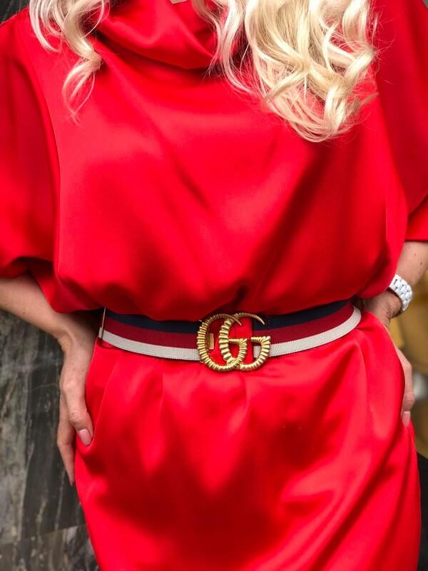 Сатенирана рокля в червено