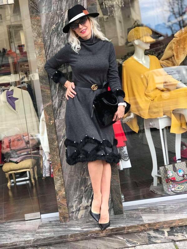 Тъмно сива рокля с естествен косъм