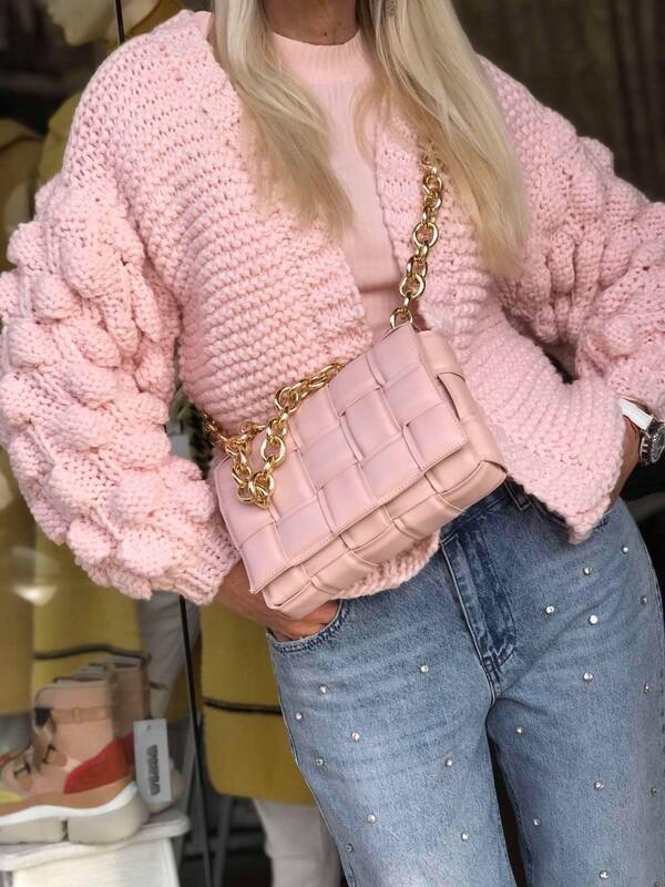 Къса жилетка в розово с ефектни ръкави
