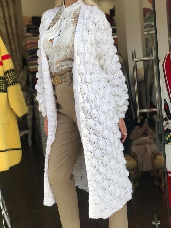 Дълга жилетка в бяло