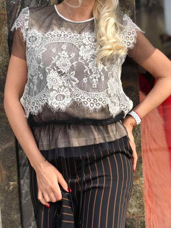 Блуза с бежова дантела
