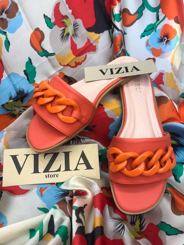 Ниски чехли със синджир в оранж