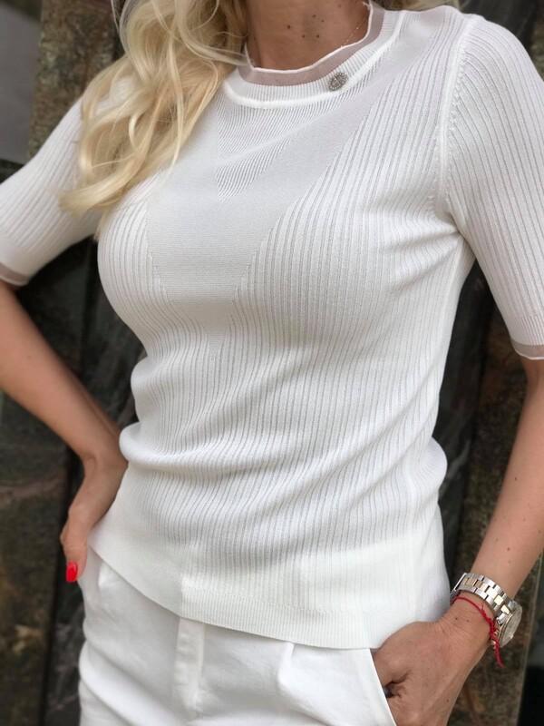 Изчистена блуза в бяло