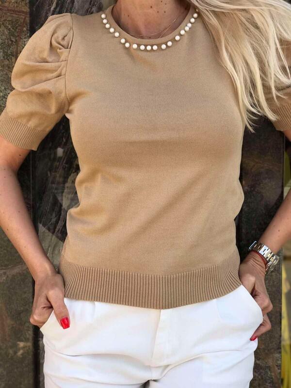 Блуза с перли в бежово