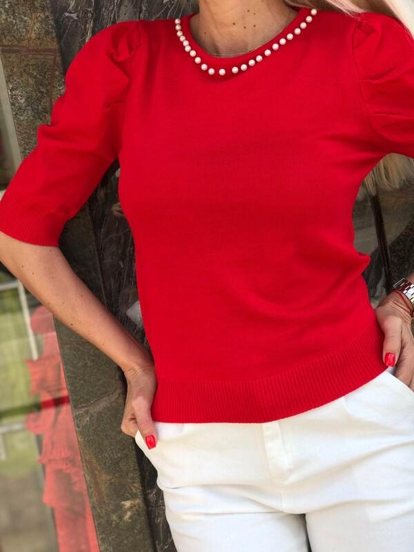 Блуза с перли в червено