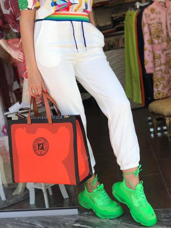 Панталон в бяло с цветна лента