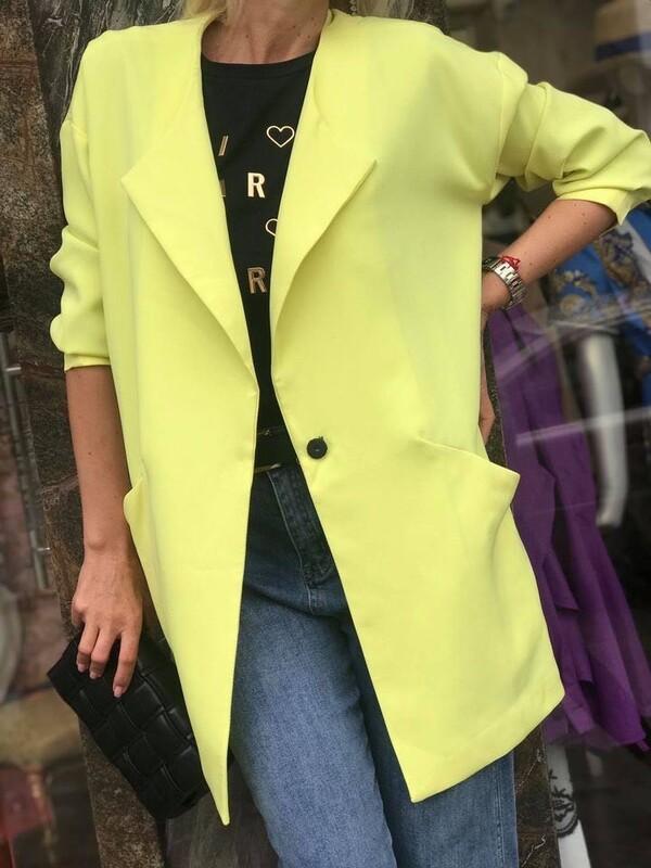 Издължено сако в неонов цвят