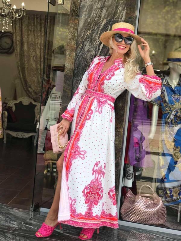 Дълга рокля с орнаменти