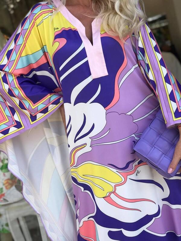 Кафтан в лилаво с графичен дизайн