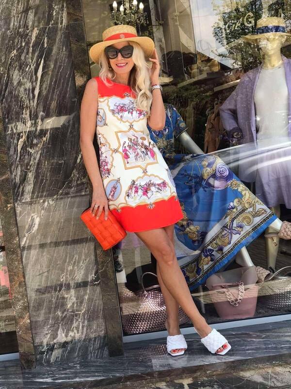 Къса рокля в цветен десен