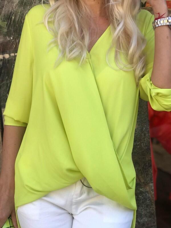Риза в неонов цвят
