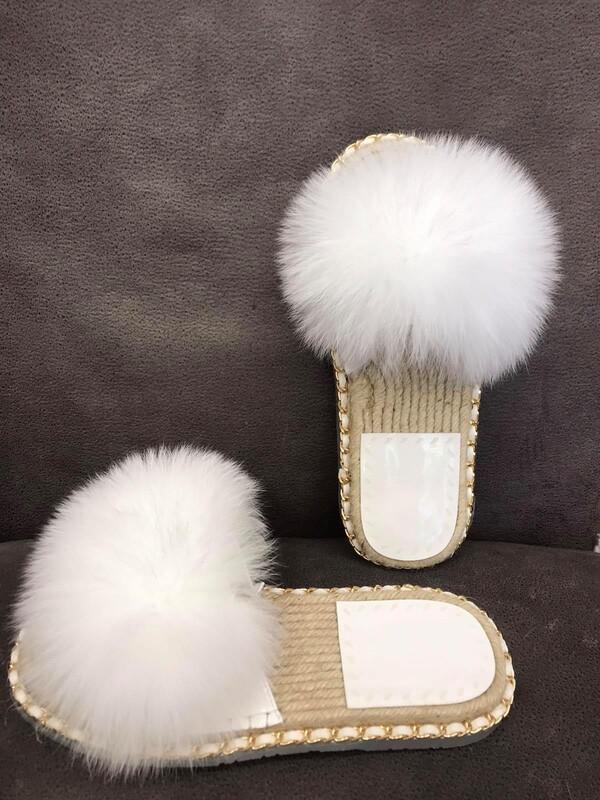 Чехли с естествен косъм в бяло