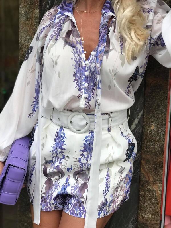 Комплект в бяло с лилав десен