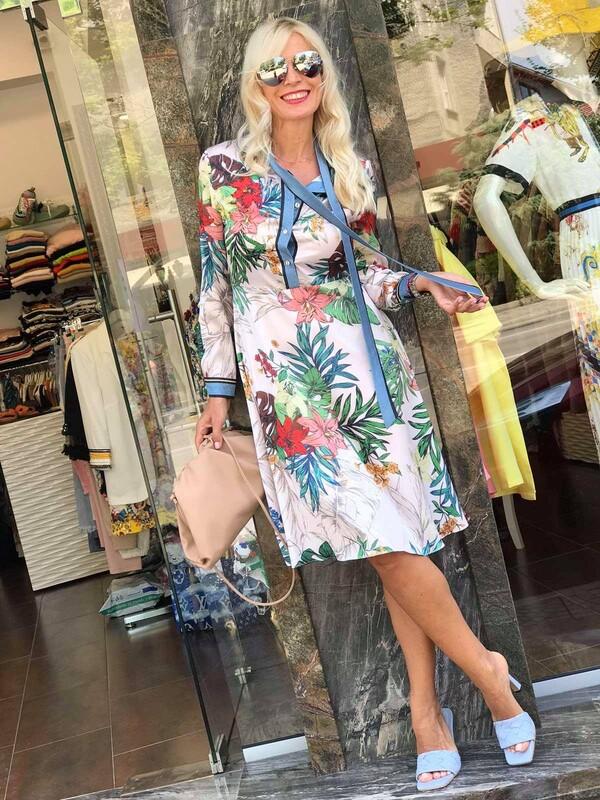 Сатенирана рокля с флорален десен