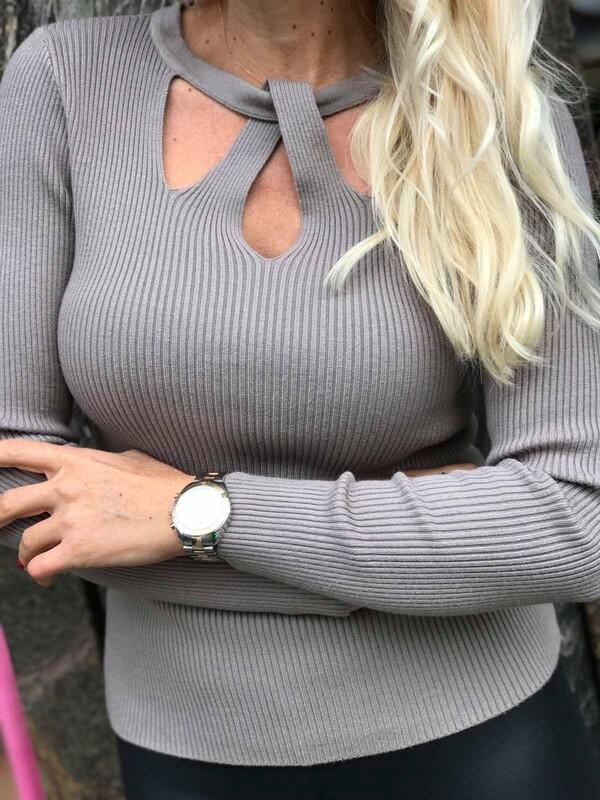 Блуза с ажурно деколте 6